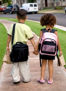 kids-walking-to-school